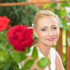Bride in the garden  #wedding #love #vineyard #photo #happy #photooftheday #summer #realwedding #hochzeitsfotografwien #hochzeitsfotografmünchen #svatebnifotografpraha #engaged #thedailywedding #bridestory #bridestyle #instamood #instawedding #kissing#wedding #hochzeit #hochzeit2017 #austrianblogger #austria #austriawedding #liebe #lifegoals #life #bride #groom #weddingdress #gonzalobell Wedding Dress, Wedding Moments, Real Weddings, In This Moment, Instagram Posts, Summer, Fashion, Love, Bride Groom Dress
