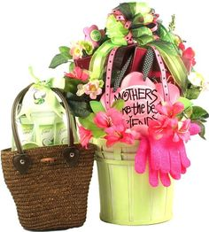 Mothers Make The Best Friends Gift Basket! - It's a large and absolutely stunning arrangement full of gifts and keepsakes and includes plenty of spa gifts and special treats to pamper Mom on her special day! First Mothers Day Gifts, Homemade Mothers Day Gifts, Mothers Day Crafts, Happy Fathers Day, Gifts For Mom, Happy Mothers, Mother's Day Gift Baskets, Appreciation Gifts, Employee Appreciation