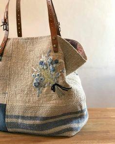 Handmade Handbags, Handmade Bags, Embroidery Bags, Diy Purse, Boho Bags, Denim And Lace, Denim Bag, Fabric Bags, Cute Bags
