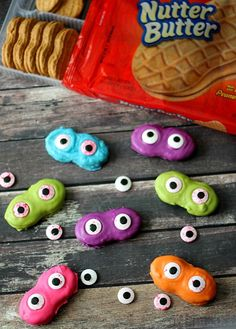 See how easy it is to create these spooky and delicious Spooky Monster Eye Cookies, yum!!!