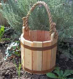 Details of Wishing Well Rustic Fir Wood Bucket Planter .- Details of Wishing Well Rustic Fir Wood Bucket Planter's Garden Lawn, Lawn Court Large Planters, Wooden Planters, Wooden Garden, Planter Boxes, Wishing Well Garden, Handyman Projects, Bucket Gardening, Wood Pallet Recycling, Meadow Garden