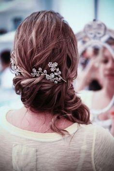 love the flower hair peice