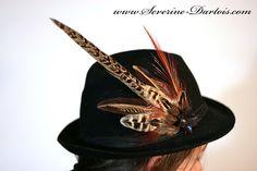 Parure de plumes pour Borsalino, à porter sans modération si tu es un poète maudit, une fashionista, une bobo ou juste TOI ! #DaWanda