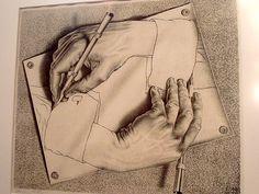 """Cosa accomuna matematici e hippies? La passione per un artista capace di fondere """"architetture"""" naturali con spazi geometrici, svelando scenari altri, in cui l'esattezza dei numeri si sposa con la spinta propulsiva dei ricordi e della creatività. Stiamo parlando di Maurits Cornelis Escher (1898 -  1972), incisore e grafico olandese, a cui è dedicata una mostra intitolata semplicemente """"Escher"""", in corso a Roma presso il Chiostro del Bramante fino al 22 febbraio 2015."""