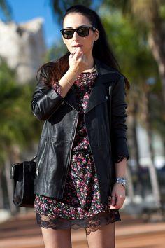 Vestido de flores con el bajo de encaje negro y medias de rejilla de Ori Blog de moda
