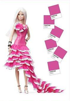Il rosa Barbie ha un nome, il Pantone 219C // Barbie Pink in Pantone.  La bambola è stata disegnata da Linda Kyaw // abito è ovviamente rosa, corpetto in similpelle rosa decorata da un fiore-coccarda creato dai sample Pantone al posto dei petali. Gonna asimmetrica, composta da tanti tasselli Pantone 219 C. Lo strascico arriva fino ai piedi, calzati con sandali bianchi con tacco e la scritta Pantone 219 C // risultato TRASHISSIMO! // [pAt]