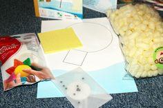 Activité manuelle enfant : Construire un village polaire. Fabriquer un igloo en playmais (polystyrène bio) et un ours polaire en pâte blanche durcissante à l'air.