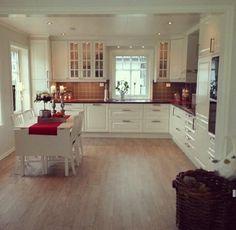 Kjøkken My Dream Home, Interior Decorating, Table, Kitchen Inspiration, Kitchen Ideas, House, Furniture, Home Decor, Kitchens