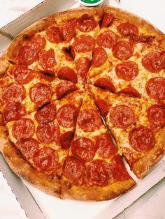 pizza I Love Food, Good Food, Yummy Food, Comida Pizza, Pizza Food Truck, Sleepover Food, Weird Food, Food Goals, Recipes From Heaven