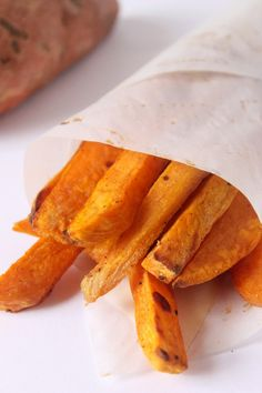 The BEST Baked Sweet Potato Fries you will ever eat! Best Baked Sweet Potato, Sweet Potatoe Bites, Sweet Potato Cinnamon, Potato Bites, Yummy Snacks, Healthy Snacks, Yummy Food, Delicious Recipes, Healthy Eating