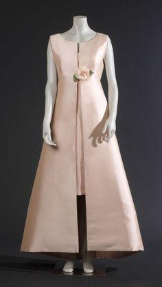 Cristobal Balenciaga dress 1966 the photographic picture: