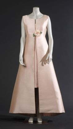 Cristobal Balenciaga dress 1966 the photographic picture: