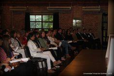 Graduados de la modalidad a distancia de la Universidad Nacional de Quilmes (UNQ) con sus diplomas