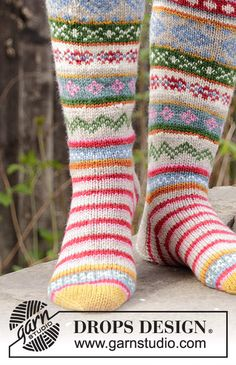 Knitted socks in DROPS Karisma. The piece is worked with stripes and Nordic pattern. Easy Knitting, Knitting Socks, Knitting Needles, Fair Isle Knitting Patterns, Knit Patterns, Crochet Socks, Knit Or Crochet, Drops Design, Drops Karisma
