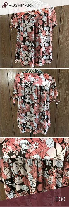 Apt 9 Floral Blouse Super cute size 1X Apt 9 Blouse. Excellent used condition. Bust measures 27 inches and it is 26 inches long.   💜All sales are going towards college tuition for the spring semester! I am majoring in Elementary Education and I love it! Thanks so much for helping me reach my goal of becoming a Kindergarten teacher!💙 Apt. 9 Tops Blouses