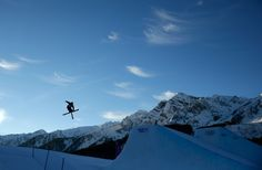 An athlete practices a jump ahead of the Freestyle Skiing Men's Ski Slopestyle Qualification (c) Getty Images