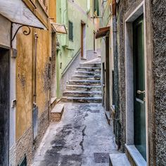 Stepping out into #cinqueterre #greendoor to our rental in #corniglia loved every minute of this #middlechild of the 5 towns  #stairs #5dirt #5earth #italy #jeffsetter #unesco #beautifuldestination #digitalnomads #photooftheweek