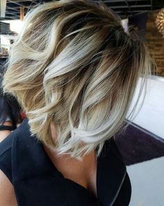 19 Stylish and Eye-Catching Graduated Bob Haircuts Graduated Bob Hairstyles, Angled Bob Hairstyles, Bun Hairstyles For Long Hair, Hairstyles Haircuts, Balayage Ombré Blond, Ombre Blond, Short Hair With Layers, Short Hair Cuts, Short Hair Styles