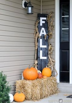 Below are the Fall Porch Decoration Ideas To Make Unforgettable Moments. This post about Fall Porch Decoration Ideas To Make … Easy Fall Crafts, Thanksgiving Decorations, Fall Decorations, Porch Decorating, Holiday Decorating, Decorating Ideas, Bali, Halloween, Hay Bales