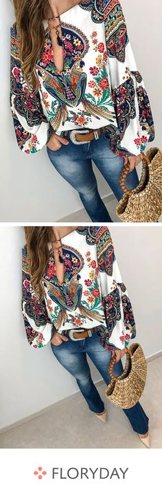 Floral casual V-neckline long sleeve blouses, floral tops, trendy, stylish. Cute Fashion, Boho Fashion, Fashion Outfits, Womens Fashion, Fashion Blouses, Look Boho, Look Chic, Looks Camisa Jeans, Cool Outfits