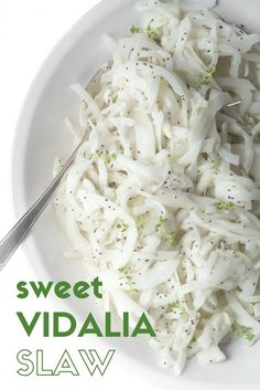 Sweet Vidalia Onion Slaw Is An Utterly Simple, Utterly Brilliant Side For Your Next Picnic, Barbecue, Or Potluck - The Famously Mellow Onions Are Sliced Paper Thin And Tossed With A Cool Buttermilk Dressing - It's A Little Bit Of Heaven On A Paper Plate Picnic Salad, Potluck Salad, Vidalia Onion Recipes, Vidalia Onions, Slaw Recipes, Healthy Salad Recipes, Delicious Recipes, Vegetarian Recipes, Veggie Dishes