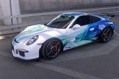 Crystal Porsche 911 great vinyl ruined by the alloys Luxury Sports Cars, Sport Cars, Bugatti, Lamborghini, Ferrari, Porsche 911, Porsche Modelos, Vehicle Signage, Car Paint Jobs