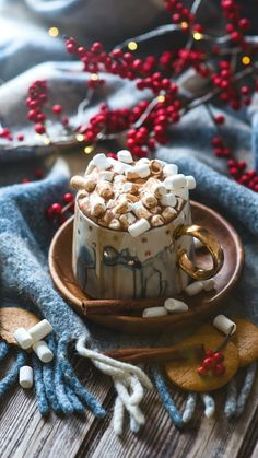 Mini Desserts, Christmas Desserts, Delicious Desserts, Christmas Feeling, Cozy Christmas, Christmas Holidays, Cream Decor, Cute Christmas Wallpaper, Christmas Aesthetic