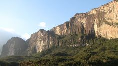Discovered in the 19th century, Monte Roraima, on the border between Brazil and Venezuela, left the explorers of then perplexed with its beauty