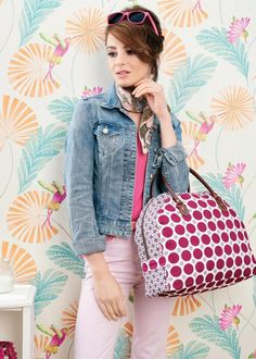 This fully lined stylish holdall will certainly turn heads with its bold pattern and unique shape. Fill it with all your necessities - there's plenty of room, plus two pockets for smaller items like your keys. We've used the Fenton House collection for Gütermann, but you could mix and match colours and patterns to make this a truly personal accessory for your spring wardrobe.