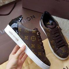 "77 Me gusta, 5 comentarios - Saks Fifth Avenue (@jaysaksboca) en Instagram: ""New Louis Vuitton sneakers contact me if interested #louisvuitton #LV #lvsneakers #sneakers…"""