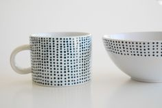 DIY Spotted Navy Porcelain via The Proper Pinwheel  http://theproperpinwheel.com/2012/03/tut-tuesday-lets-dish/