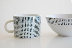 DIY Spotted Navy Porcelain via The Proper Pinwheel  http://theproperpinwheel.com/2012/03/tut-tuesday-lets-dish/
