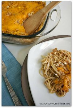 creamy, cheesy and so perfect for a family dinner. 8 oz dry spaghetti 2 cups oz) cooked and shredded chicken cup prepared barbecue sauce cup cottage cheese cup sour cream 1 cup grated cheddar cheese Fall Crockpot Recipes, Slow Cooker Recipes, Dinner Crockpot, Baked Chicken Spaghetti, Spaghetti Bake, Creamy Chicken, Barbecue Chicken, Barbecue Sauce, Barbecue Recipes
