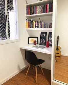 Escrivaninha branca: 60 modelos para decorar seu escritório com classe Room Design Bedroom, Home Room Design, Room Ideas Bedroom, Home Office Design, Home Office Decor, Home Bedroom, Bedroom Decor, Home Decor, Small Home Offices
