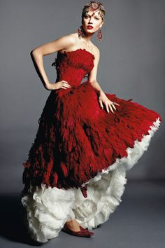 Welcome to the official online flagship for the Alexander McQueen fashion house. Discover designer clothing and accessories for men and women. Wedding Dress With Feathers, Feather Dress, Red Feather, Dior Couture, Couture Fashion, Bridal Fashion, Beautiful Gowns, Beautiful Outfits, Richard Burbridge