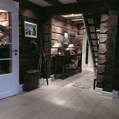 Bilderesultat for home & cottage hytteinteriør Cabin Homes, Log Homes, Mountain Cottage, Interior Minimalista, Rustic Home Design, Cabins And Cottages, Home And Deco, Interior Exterior, House In The Woods