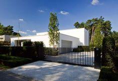 CO – Schellen Architecten Front Yard Fence, Front Gates, Fence Gate, Entrance Gates, House Entrance, Fences, Front Gate Design, House Gate Design, Outdoor Areas