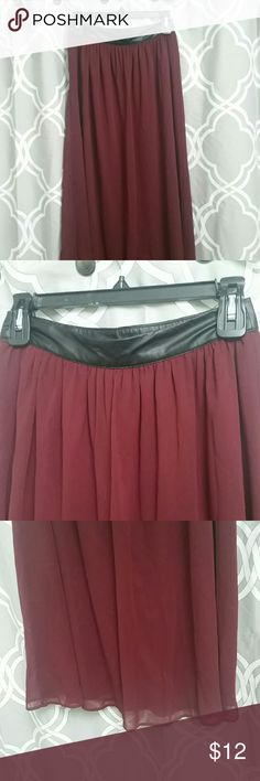 Forever 21 maxi skirt w/ faux leather waist Long skirt that is perfect to for fall and spring! Wear it with jackets, sweaters, t shirts, etc! Very versatile skirt! Forever 21 Skirts Maxi