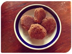vanilla almond cookies - raw recipe that uses pulp leftover from making almond milk!