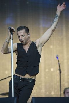 Dave Gahan of Depeche Mode on stage, Beautiful!