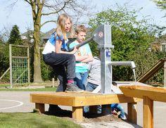 Waterpomp http://www.houtplezier.nl/producten/zand-en-water/waterpomp-met-platform
