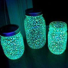 Mason Jar Fairy Lights, Mason Jar Lanterns, Fairy Lanterns, Fairy Jars, Mason Jar Lighting, Jar Lights, Glow Crafts, Fun Diy Crafts, Holiday Crafts