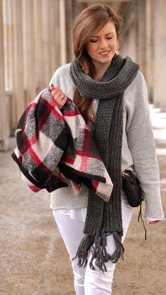 winterlook, white ripped jeans, xxl scraf, grey, fashionblogger, checked winter coat, grey oversize sweater, rebecca minkoff Mini mac, streetstyle, streetwear, streetfashion