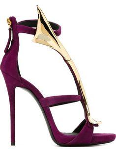 Shoppen Giuseppe Zanotti Design Sandalen mit goldfarbener Spange von Biondini Paris aus den weltbesten Boutiquen bei farfetch.com/de. In 300 Boutiquen an einer Adresse shoppen.