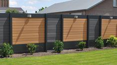 Schutting | Verasol® Modern Backyard, Backyard Landscaping, Carport Designs, Sloped Garden, Studio Kitchen, Fence Design, Garage Doors, Patio, Landscape