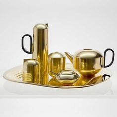 Modern and elegant, the Form 6-Piece Tea Set creates a formal tea experience that's poised and ready to entertain.
