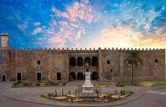 Palacio de Cortés, Cuernavaca a dos cuadras de mi casa. The Palace of Cortés in my hometown Cuernavaca. Just a few blocks from my house.