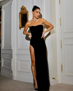 Camila Coelho in a Pointy Black Loafer Pumps Attending the Monot Show As Part of the Paris Fashion Week Womenswear Fall/Winter Autumn Winter Party Fashion, Look Fashion, Girl Fashion, Fashion Outfits, Couture Fashion, Elegant Dresses For Women, Casual Dresses, Prom Dresses, Formal Dresses