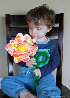 Easy Toddler Art: Giant Spring Flowers