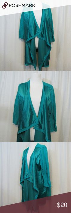 """Peter Nygard Green Open Front Cardigan L Brand: Peter Nygard Size: L Material: Woven 97% Polyester 3% Spandex Knit 72% Cotton 28% Linen  Care Instructions: Hand Wash  Bust: 44""""  Sleeves: 18"""" Shoulders: 15"""" Length: 30""""  All clothes are in excellent used condition. No tears, stains or holes unless otherwise I noted.   P19 Peter Nygard Tops"""